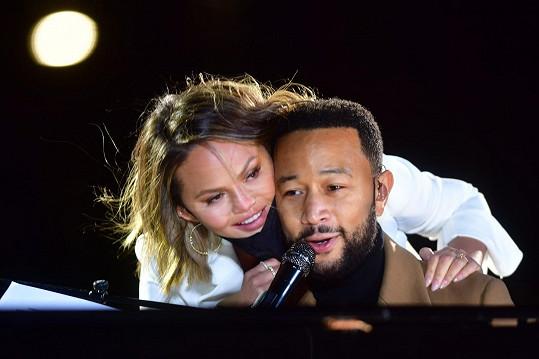 Manžel John Legend je jí velkou oporou.