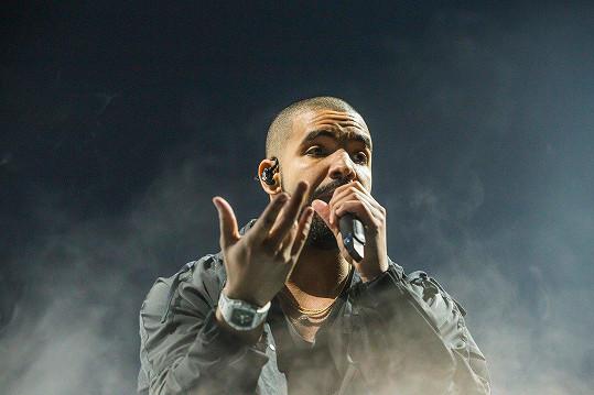 Drake syna s pornoherečkou tajil.