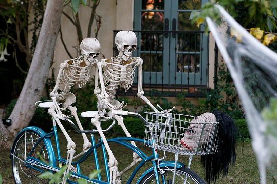 Tyto kostry na kole vás rozesmějí i vyděsí.
