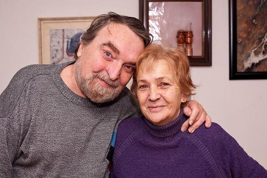 Na archivním snímku s manželkou Doris