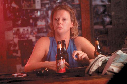 Charlize Theron ve filmu Zrůda (2003)