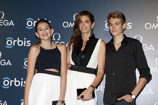 Cindy Crawford se synem Presleym a dcerou Kaiou
