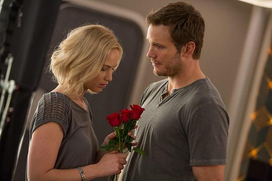 Jennifer Lawrence měla výčitky svědomí kvůli milostným scénám se ženatým Chrisem Prattem v Pasažérech.
