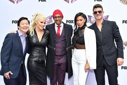 V nové reality show se objeví zleva: Ken Jeong, Jenny McCarthy, Nick Cannon, Nicole Scherzinger a Robin Thicke.