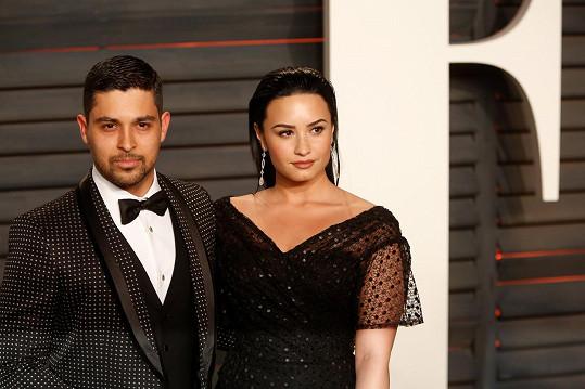 Wilmer dříve proslul dlouhodobým vztahem s Demi Lovato.