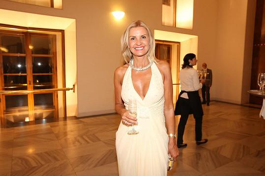 Tamara Kotvalová zářila v šatech od Diora.