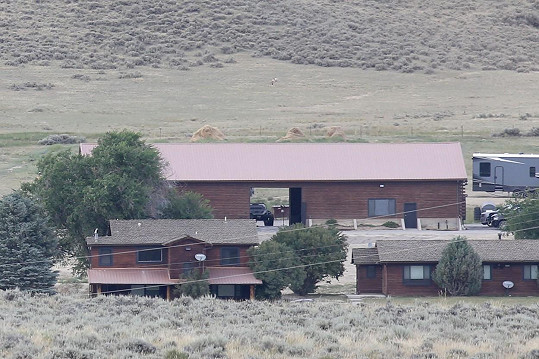 Mezi jejich nemovitosi patří i ranče ve Wyomingu.