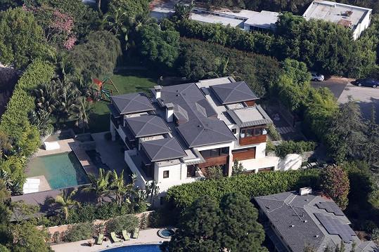 Toto neskromné obydlí nabízí Matt Damon k prodeji...