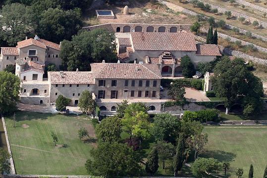 Francouzský zámek Miraval je společným majetkem.