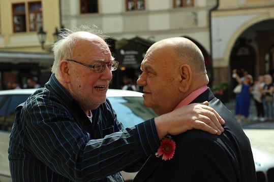 Na veselku dorazil i jeho starší bratr Jan, se kterým ukončili hudební spolupráci před několika lety. I přes všechny spekulace spolu prý vychází dobře.