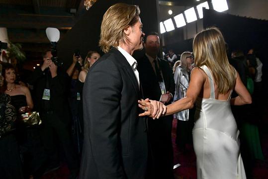Kvůli těmto snímkům Jennifer a Brada je svět vzhůru nohama.
