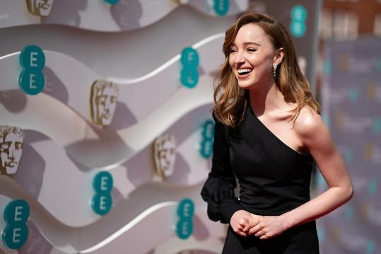Phoebe Dynevor byla na udílení filmových cen středem pozornosti.