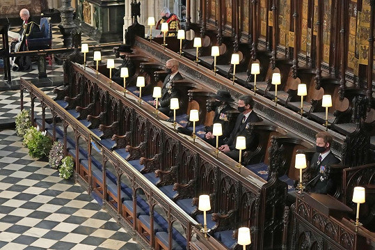 Bratři neseděli ani ve stejné lavici v Kapli sv. Jiří na hradě Windsor.