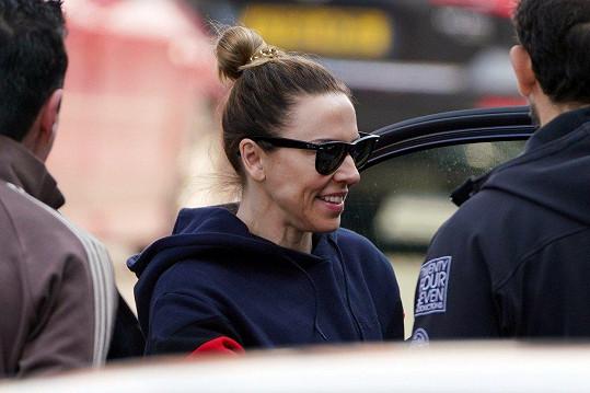 Na zkoušku v Londýně dorazila s úsměvem Mel C.