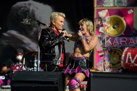Na pódiu se k rebelce připojil i Billy Idol.