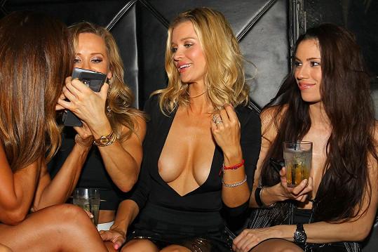 Modelka polského původu Joanna Krupa provokovala i na dámské jízdě.
