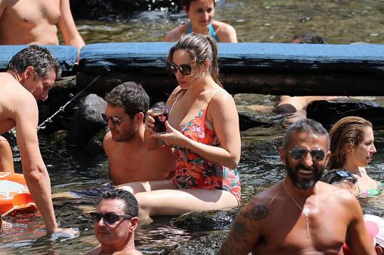 Kelly tráví léto s přítelem Jeremym v Itálii.