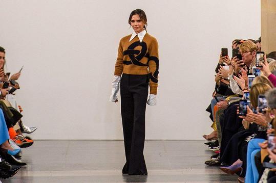 Victoria Beckham na londýnském týdnu módy uvedla novou kolekci.