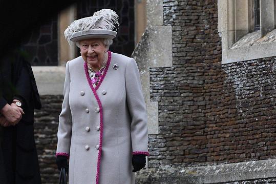Host ze všech nejvzácnější, královna Alžběta II. Její muž, princ Philip se mše nezúčastnil. Chyběla i Charlesova žena Camilla.