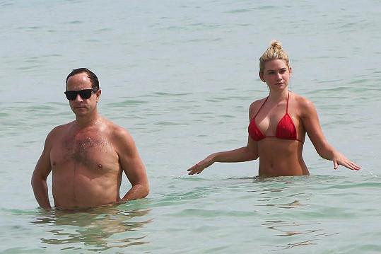Pauly Shore řádil se svou milenkou ve vlnách.