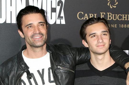Gilles Marini vzal na premiéru syna Georgese.