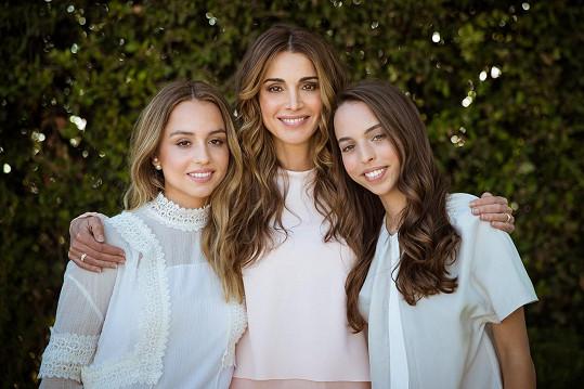 Krása se u nich v rodině dědí, velmi půvabné jsou i její dcery Iman a Salma.