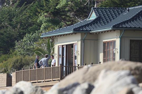 Za manželi do dobře uschovaného domu na kopci jezdil i kamarád George Clooney.