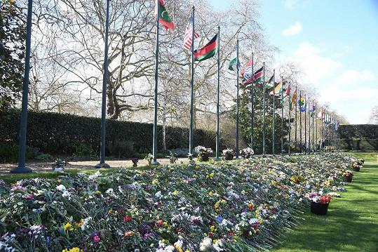 Kondolence od veřejnosti byly umístěny do zahrad Marlborough House.