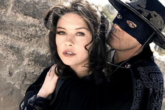 Antonio Banderas a Catherine Zeta-Jones ve filmu Zorro: Tajemná tvář