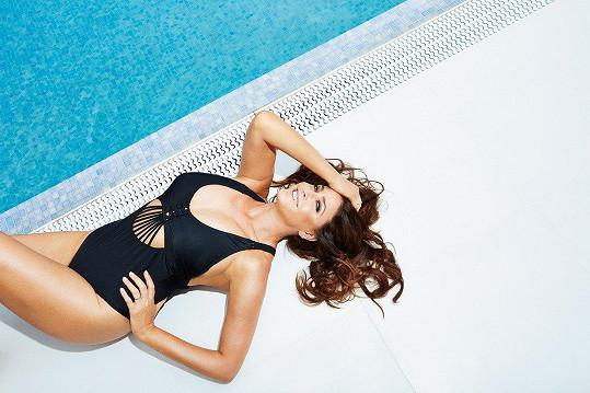 Fotily se plavky, tak kde jinde než u bazénu?