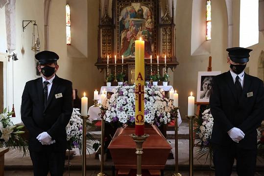Mše proběhla v kostele v pražském Slivenci.