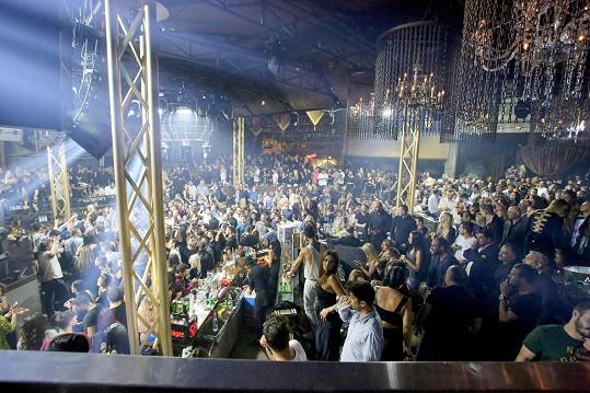 Nový klub Lohan je skutečně prostorný a na otevíračce bylo plno.