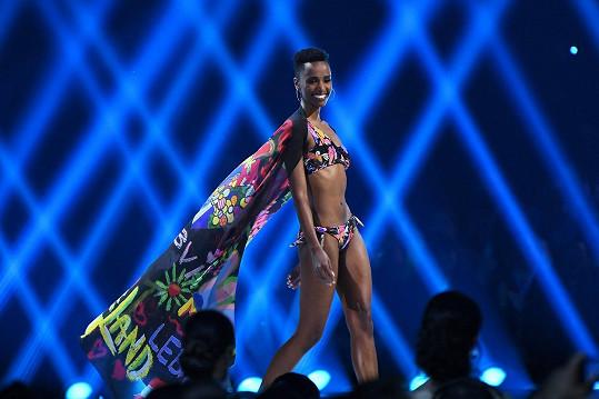 Zozibini Tunzi z Jihoafrické republiky je novou Miss Universe.
