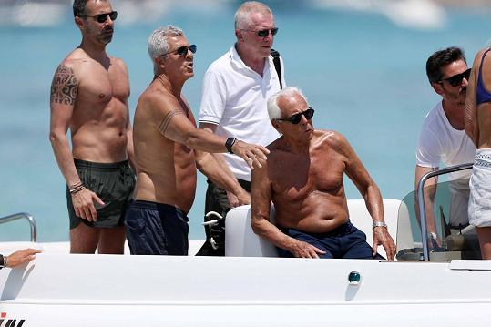 Giorgio Armani vyrazil na pánskou jízdu.