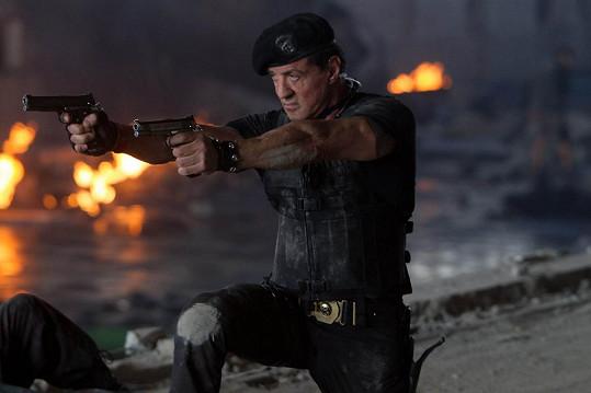 Sylvester Stallone musel po natáčení Expendables: Postradatelní 3 na operaci páteře.