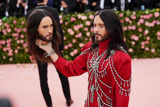 Napodobenina byla opravdu dokonalou kopií hlavy Jareda.