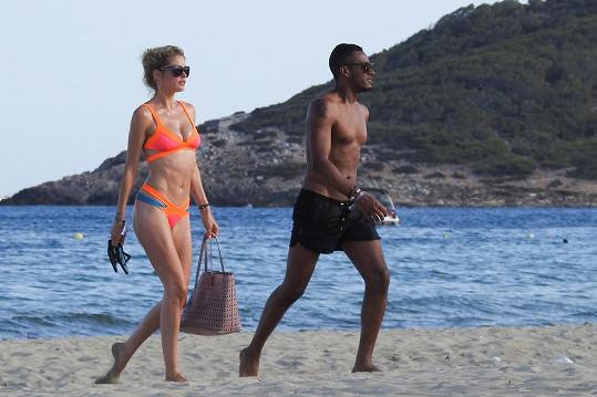 Modelka s manželem Sunnerym Jamesem ve Španělsku