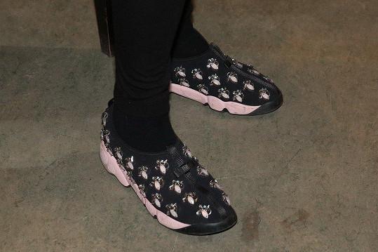 Sportovně elegantní boty stojí za pozornost.