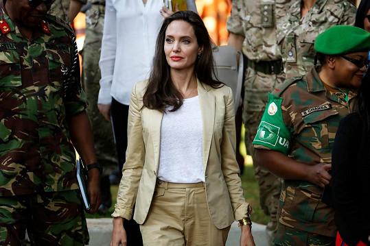 Angelinu už filmové premiéry nelákají, dává přednost OSN.