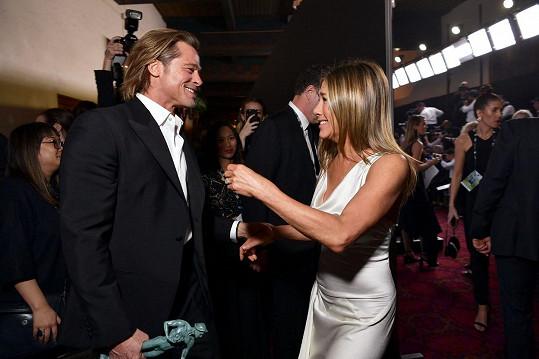 Jennifer Aniston a Brad Pitt na snímku, který mezi jejich fanoušky způsobil pozdvižení.