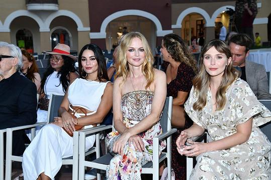 Společně vyrazily i na filmovou premiéru, na snímku s Elizabeth Olsen (vpravo).
