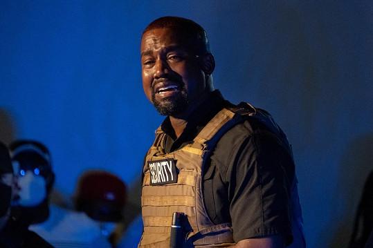 Kanye West se zhroutil při projevu na podporu své prezidentské kampaně.