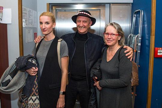 Adela Vinczeová (vlevo) s rodiči
