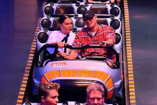 V Disneylandu si užívali na různých atrakcích.