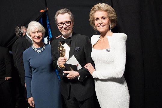 Společně předaly Oscara Garymu Oldmanovi.