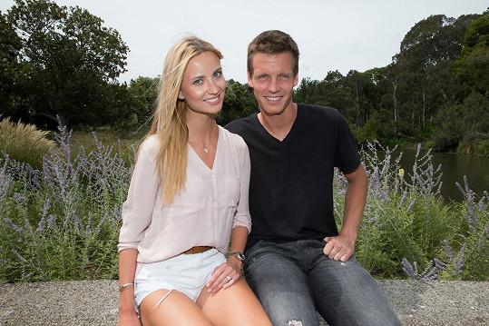 Ester se s Tomášem na Australian Open zasnoubila.