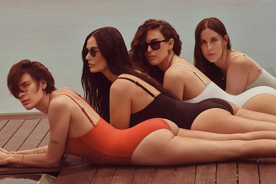 Zepředu: Tallulah, Demi, Rumer a Scout