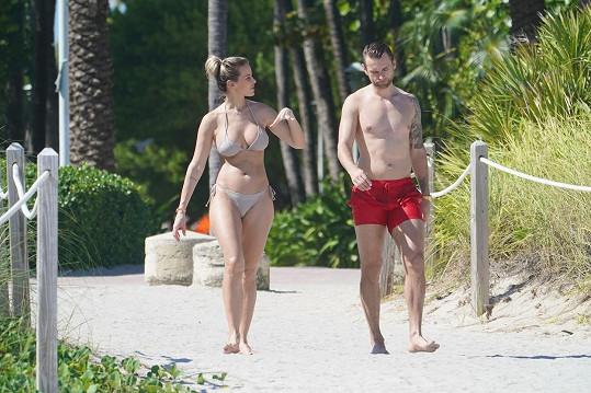 Jakub Kindl a Aferdita Dreshaj si užívají dovolenou v Miami.