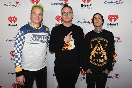 Mark (uprostřed) se členy kapely Blink-182