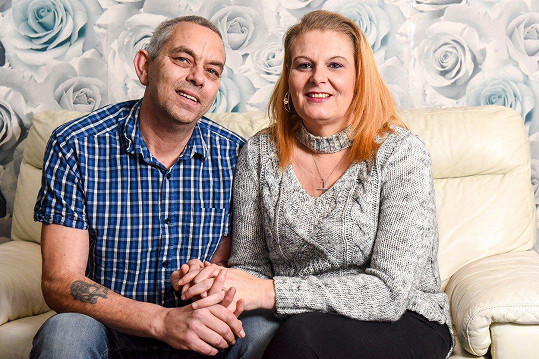 Nicky s manželem, kterému už by se co nevidět zase chtěla líbit.